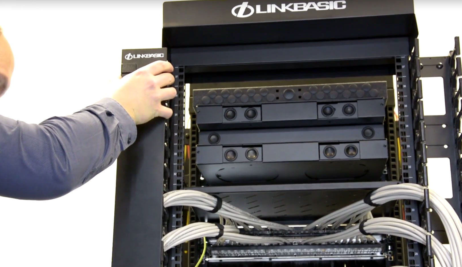how to organize cables in rack cabinet